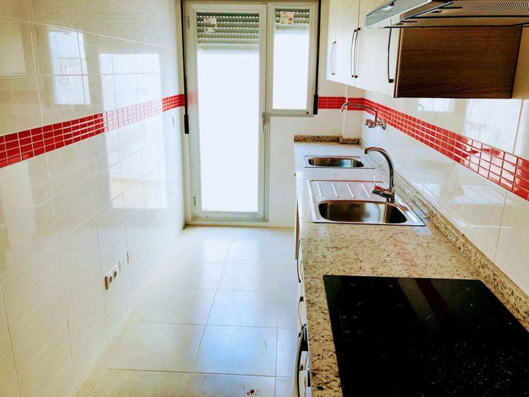 Cocina independiente en un piso de dos dormitorios a la venta en Ondara -  Mare Nostrum Inmobiliaria