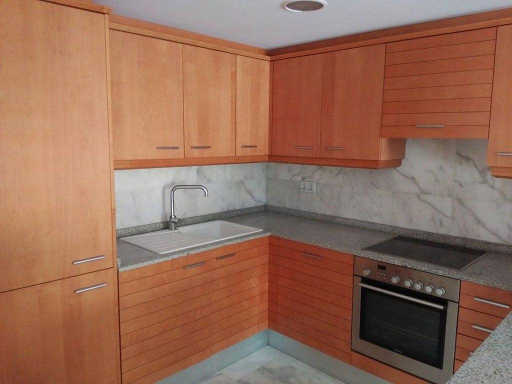 Cocina de un piso de dos dormitorios a la venta en Moraira –  Mare Nostrum Inmobiliaria