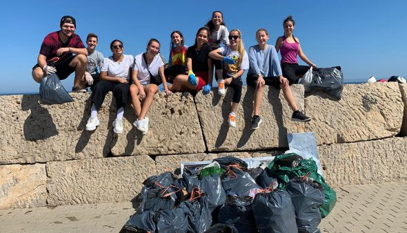 Imatge: Recollida d'escombraries organitzada per l'IES Sorts de la Mar