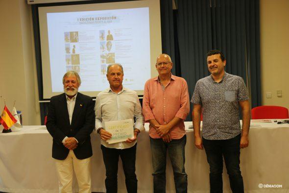 Imagen: Tomás Sivera recibe el primer premio