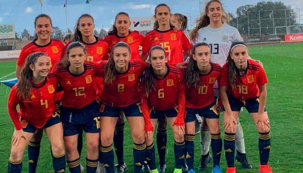 Imatge: Un onze recent de la Selecció Espanyola Sub 17 amb Fiamma Benítez al centre de la part superior