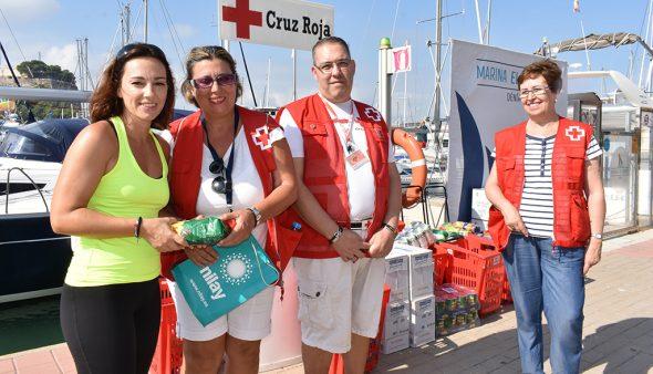 Imatge: Voluntaris de Creu Roja a Marina L'Portet