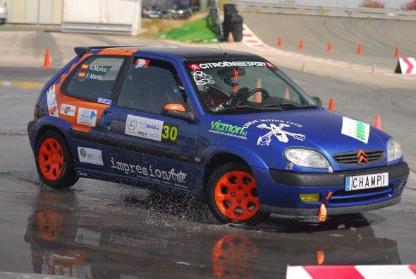 Imagen: Adrián Muñoz con su coche