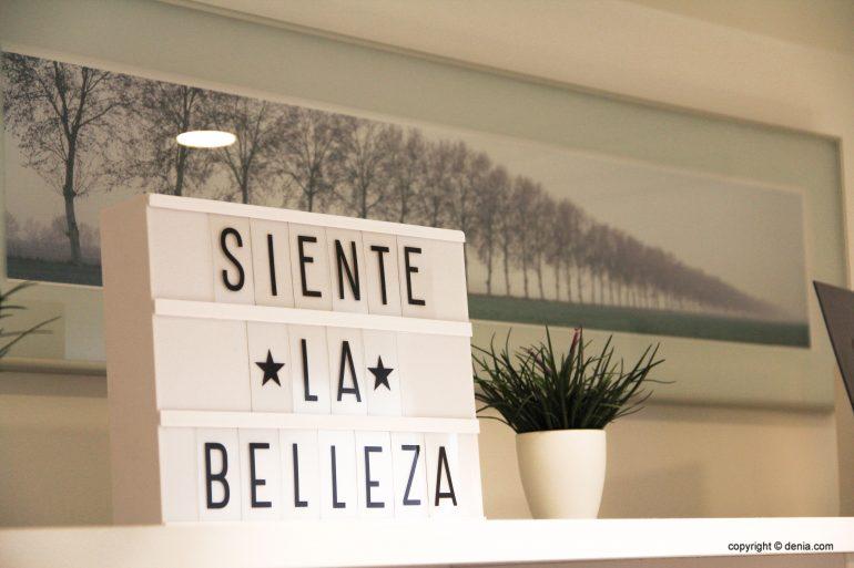 Деталь украшения зала Clinica Estética Castelblanque