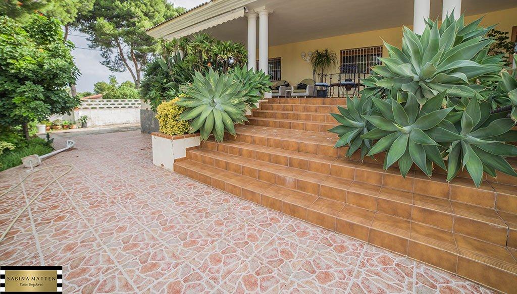 Escales d'accés a casa principal - Cases Singulars