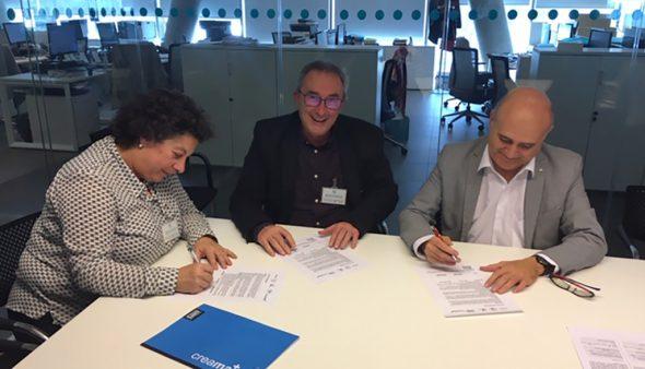 Изображение: подписание соглашения между IES Maria Ibars и Baleària