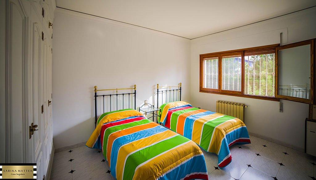 Habitació juvenil en propietat en venda a Les Rotes - Cases Singulars