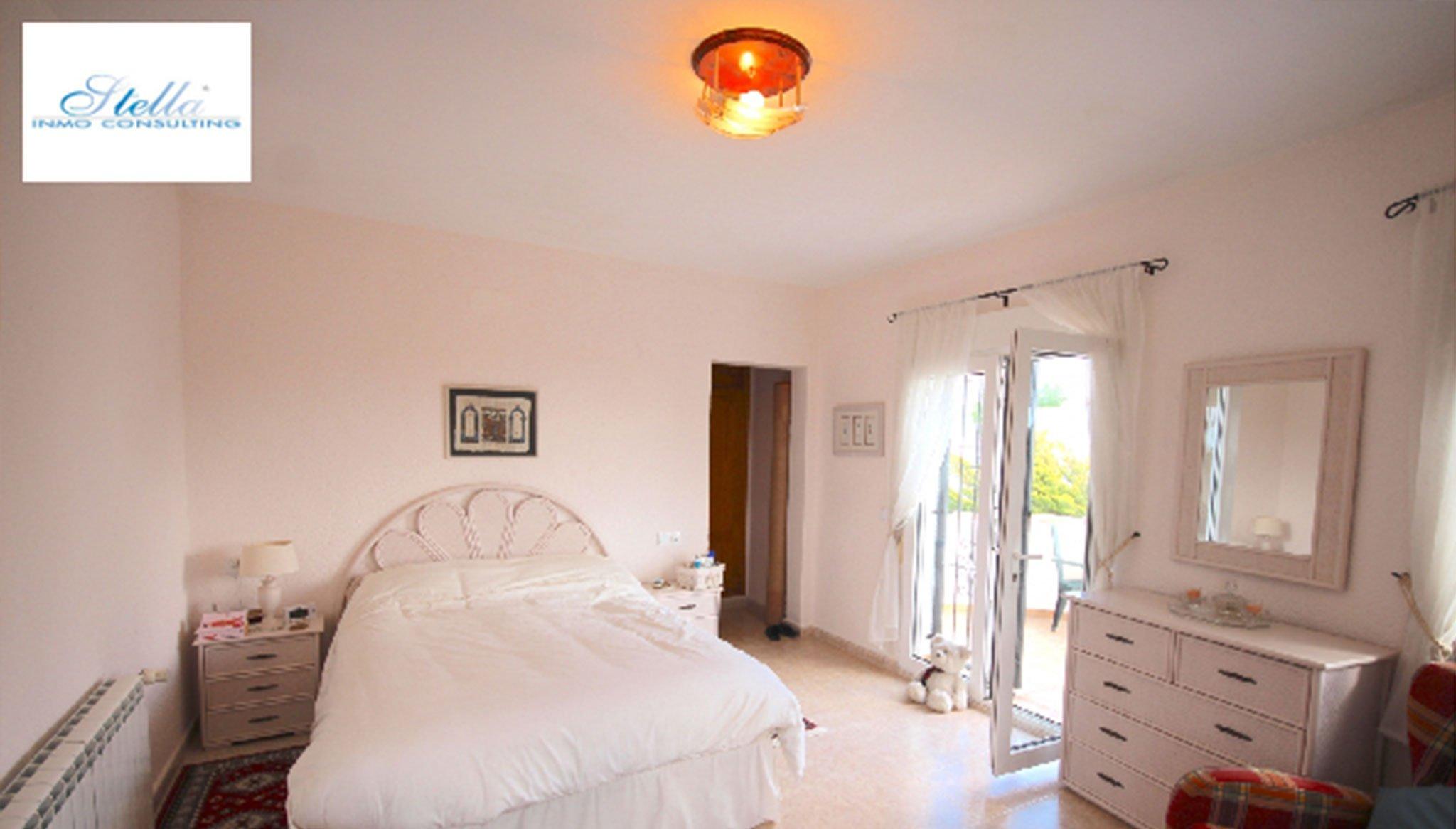 Una delle tre stanze di una villa in vendita - Stella Inmo Consulting