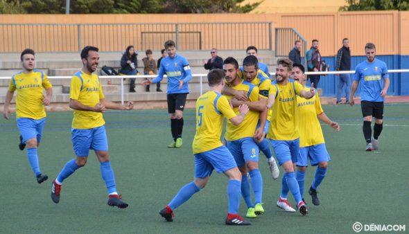 Imatge: Josep felicitat pels seus companys després del primer gol