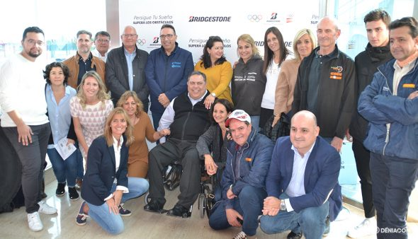 Imagen: Lydia Valentín junto a amigos de Avellá