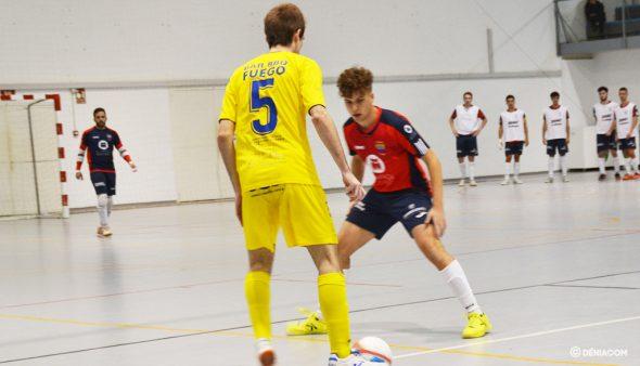 Imatge: Nico Marí davant un rival