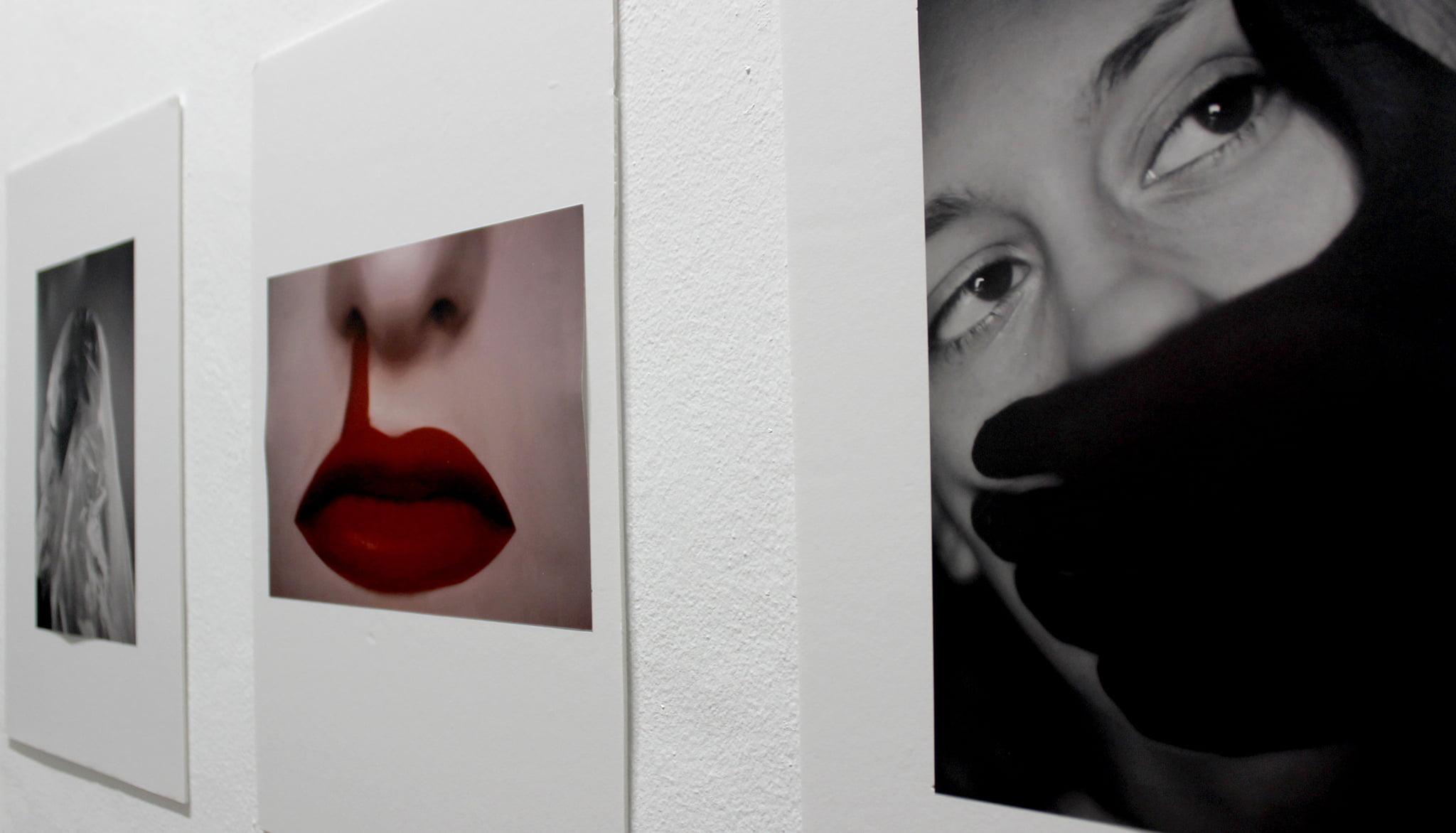 Obra exposada sobre la violència de gènere