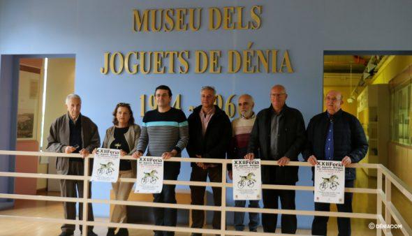 Imagem: Organizadores com o pôster