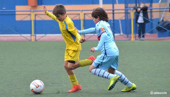 Imagen: Pepe Carpi regateando a un rival