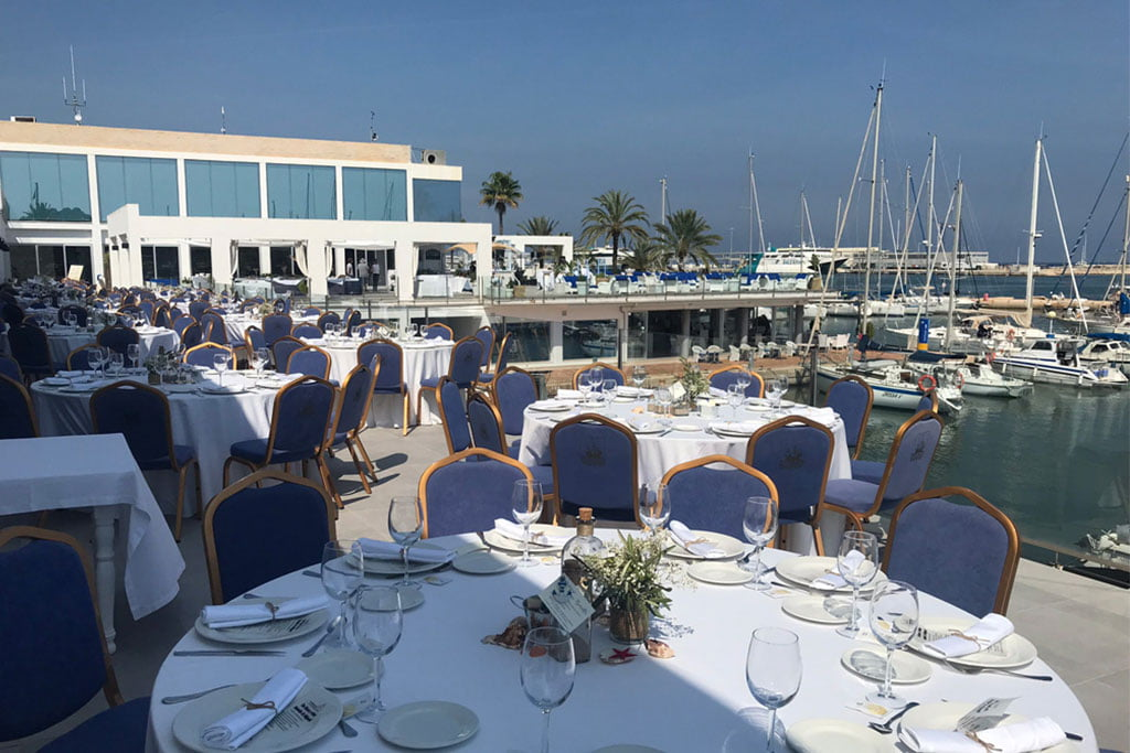 Mesa de celebración en el exterior de Restaurante Balandros
