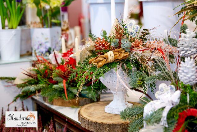 Изображение: Mandarina Florist - украшения и типичные рождественские растения