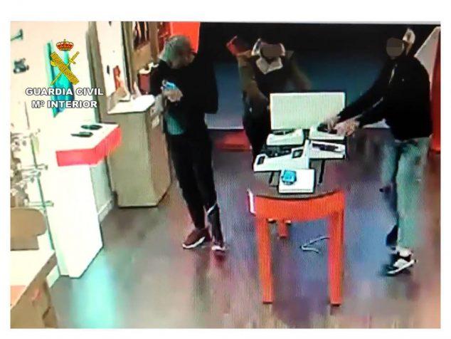 Bild: Momentaufnahme eines Raubüberfalls im Picassent-Geschäft