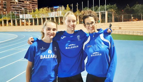 Image: Ivy and Erika with Aina in a Control in Valencia