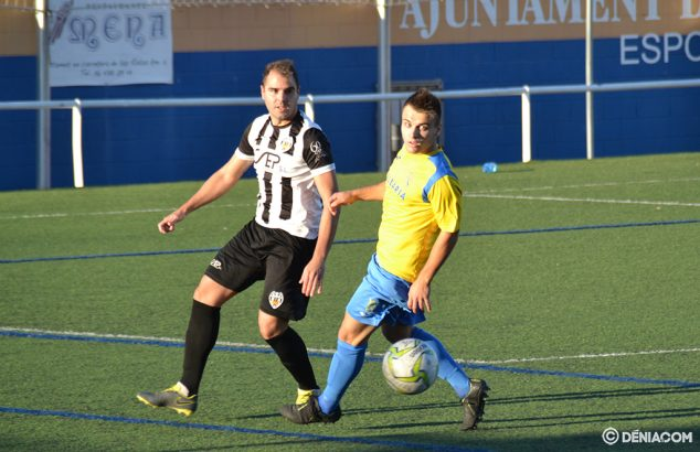 Image: Jaume marked by a rival defender