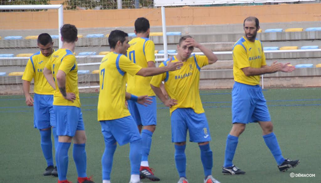 Jugadors del CD Dénia abans d'un partit
