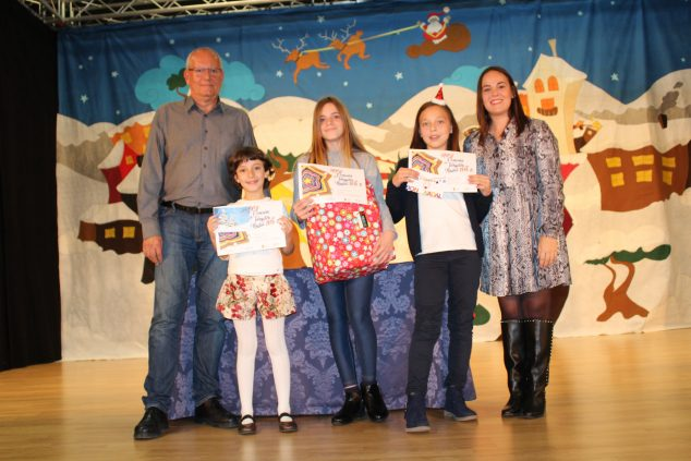 Imagen: Las tres ganadores del concurso de tarjetas