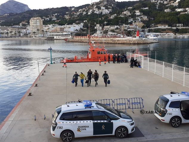 Imagen: Llegada de los migrantes al puerto de Xàbia
