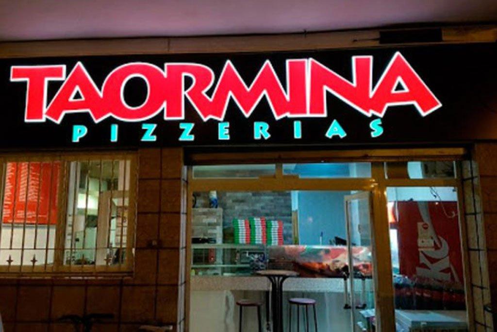 Fachada de la pizzería Taormina en Dénia