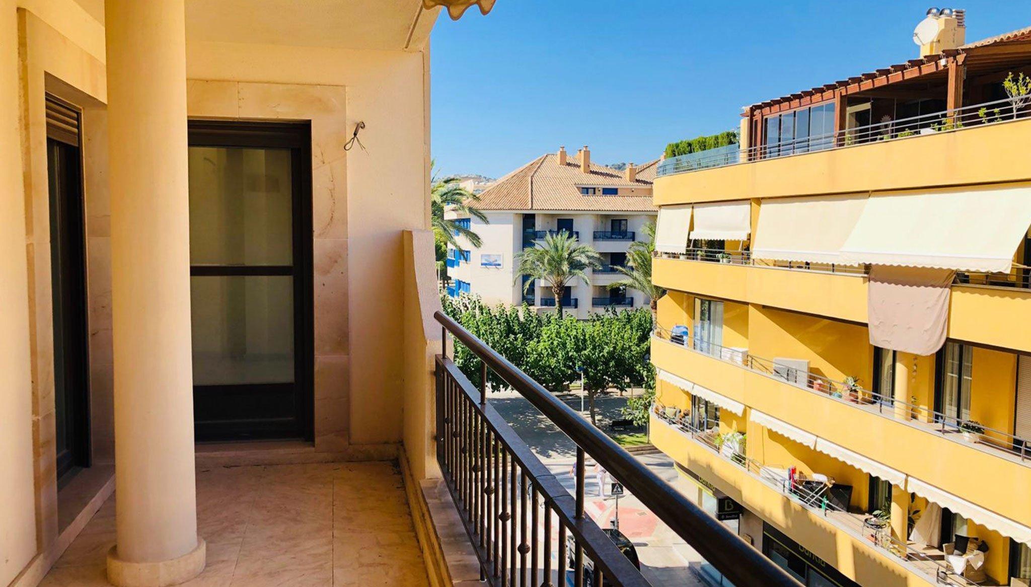 Terrassa en un pis de dos dormitoris en venda a Moraira - Mare Nostrum Immobiliària