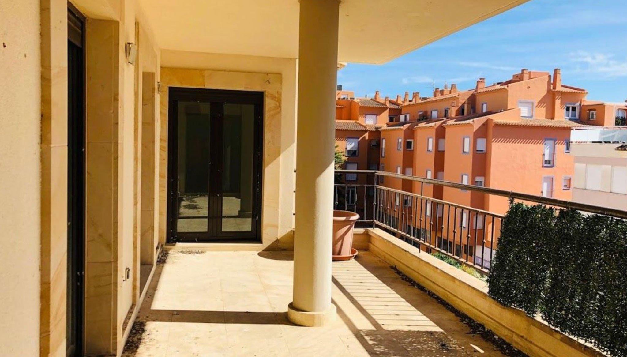 Terrassa en un pis de tres dormitoris a Moraira - Mare Nostrum Immobiliària