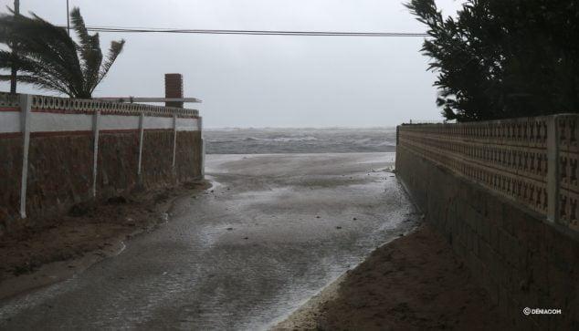 Image: Accès à la plage inondée de Blay