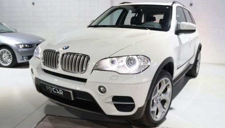 BMW X5 xDrive 40dA 4x4, SUV or used pickup, viewed from the front - MY CAR Select Autos