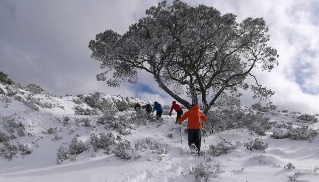 Image: Randonneur dans le Montgó enneigé