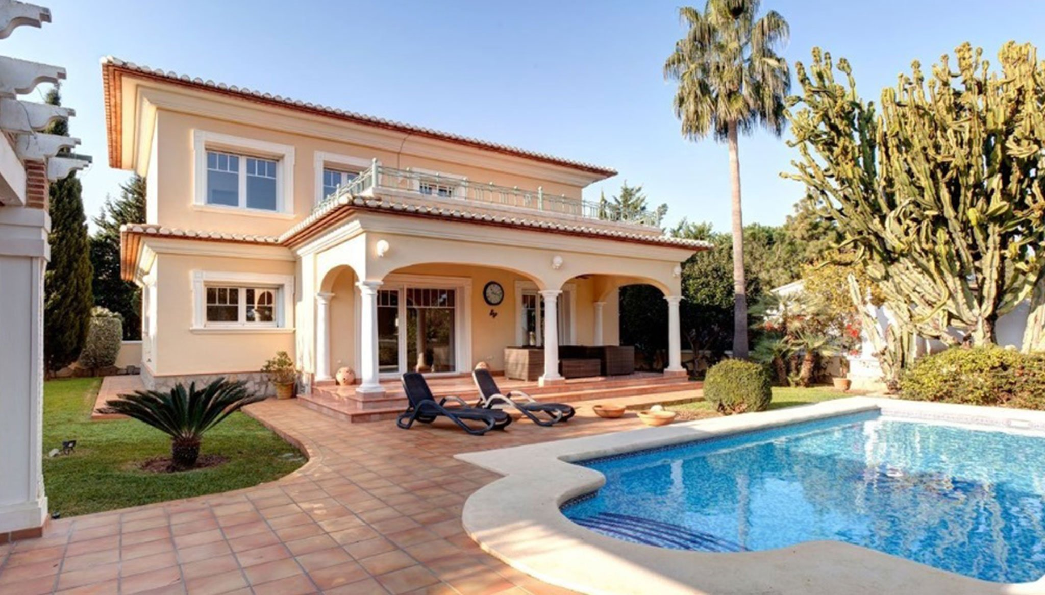 Extérieur d'une villa de luxe à vendre à Dénia - MLS Dénia Inmobiliarias