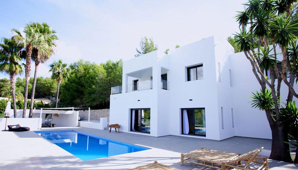 Gevel van een luxe villa in Ibiza-stijl - Fine & Country Costa Blanca Noord