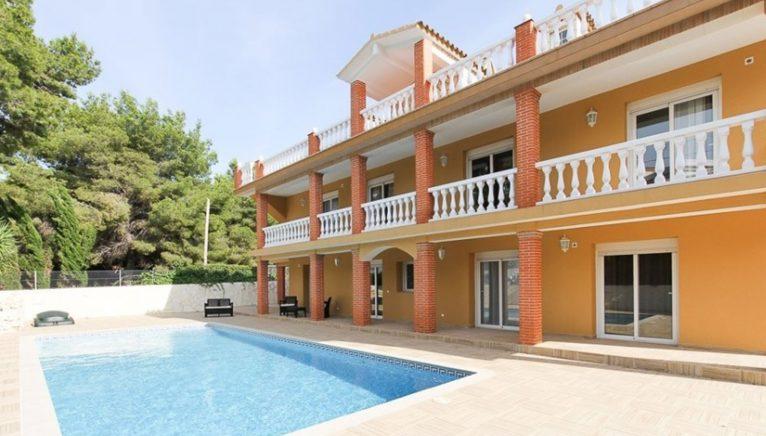 Façade d'une villa de luxe à Dénia - MLA Dénia Inmobiliarias