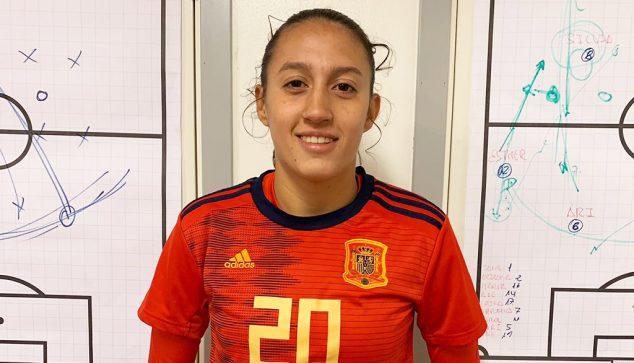 Imagen: Fiamma Benítez con la camiseta de la Selección Española