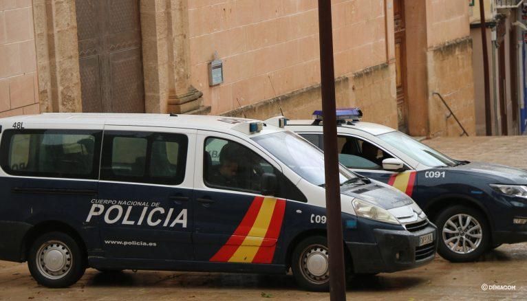 Foto d'arxiu: cotxes de la Policia Nacional