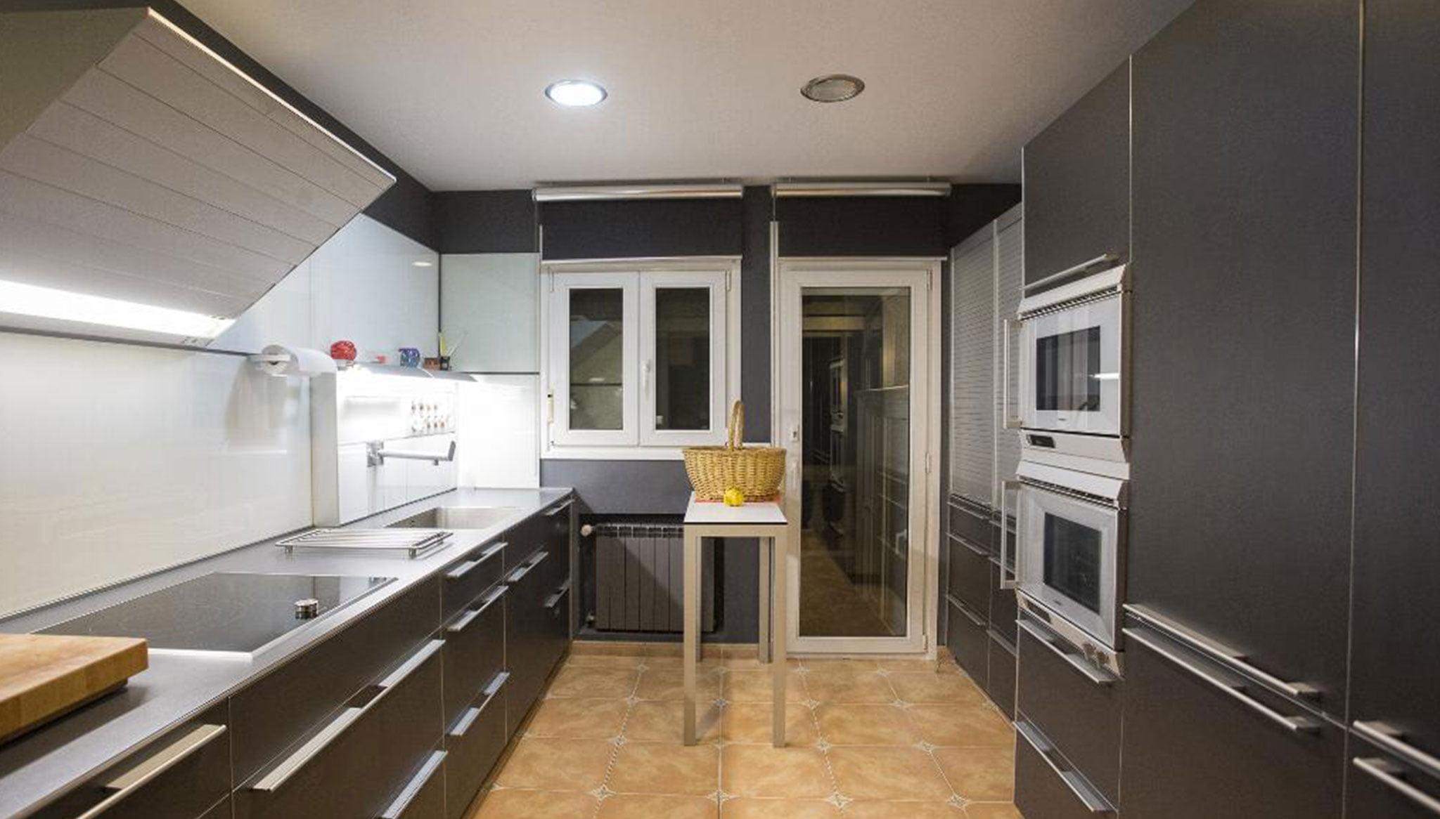 Большая дизайнерская кухня в роскошной вилле в Дении - Quality Rent a Villa
