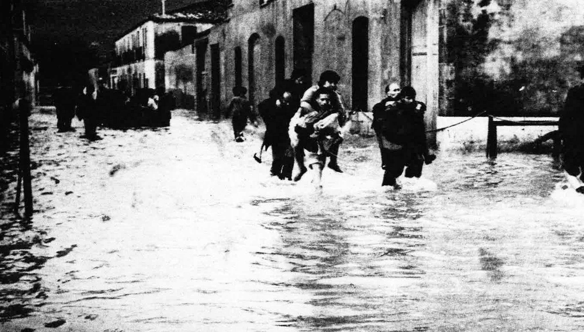 Inundacions de 1952 a Dénia (Foto: Arxiu Municipal, Dénia en el Record, Diari Informació i Ajuntament de Dénia)