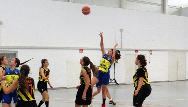 Image: Lancement d'un joueur de basket-ball junior Dénia