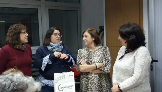 Imagen: Núria Ivars junto a la asociación