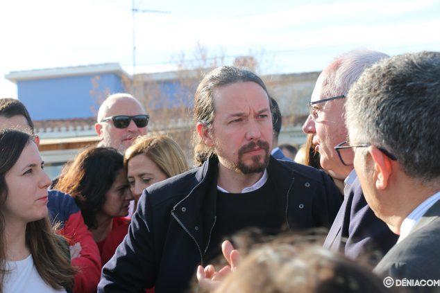 Imagen: Pablo Iglesias comprueba el alcance de los daños en Dénia