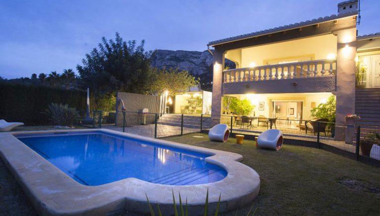 Частный бассейн в роскошной вилле в Дения - Quality Rent a Villa