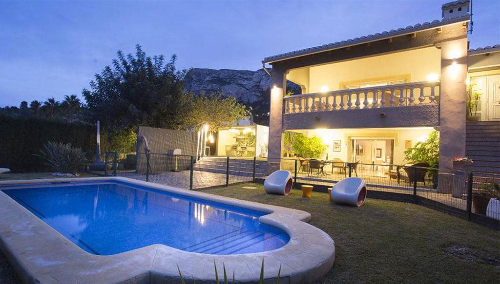 Огороженный бассейн для большей безопасности детей в доме отдыха - Quality Rent a Villa