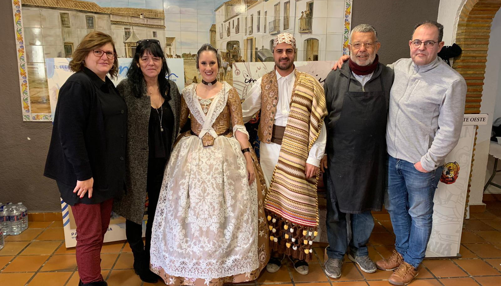 Президент и мэр Fallera с художниками