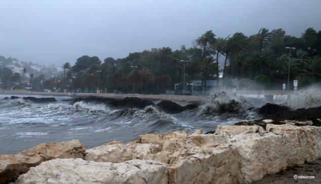Image: Premiers coups de vagues sur le mur de la Marineta