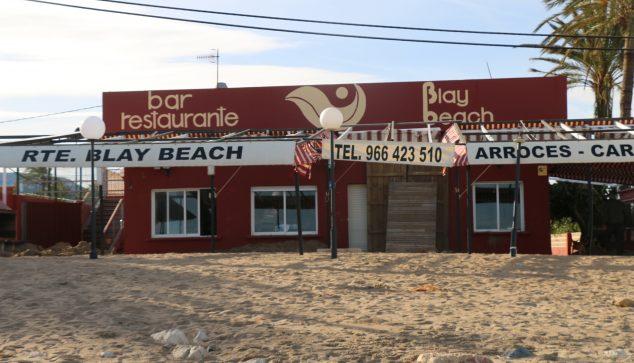 Image: Restaurant enfoui dans le sable