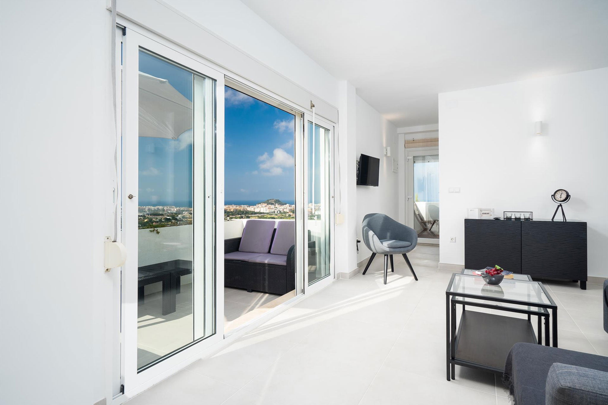 Выезд за границу в апартаменты для отдыха - Aguila Rent a Villa
