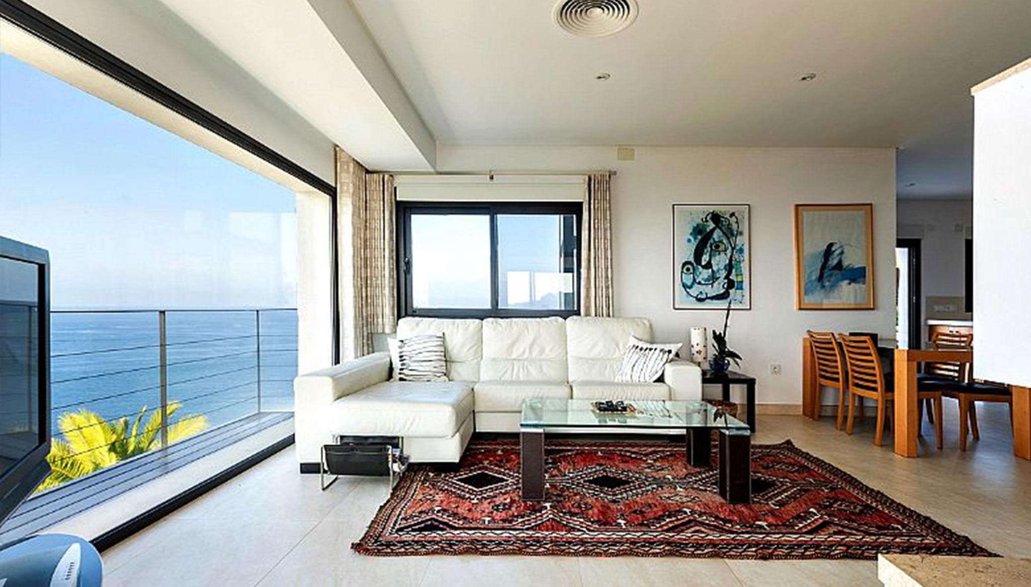 Saló amb vistes a la mar en un xalet en venda a Dénia - Euroholding