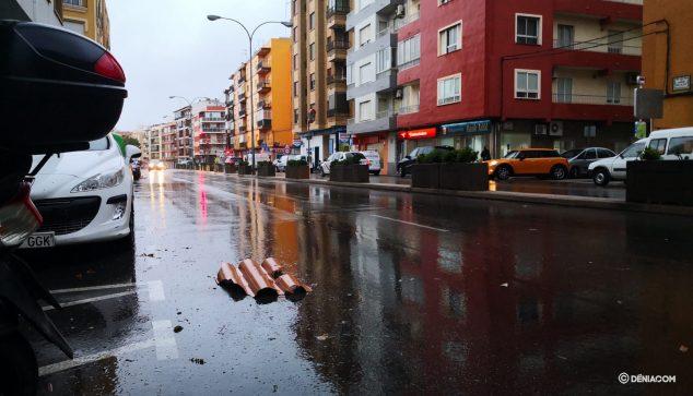 Imatge: Teula al terra de l'avinguda Alacant